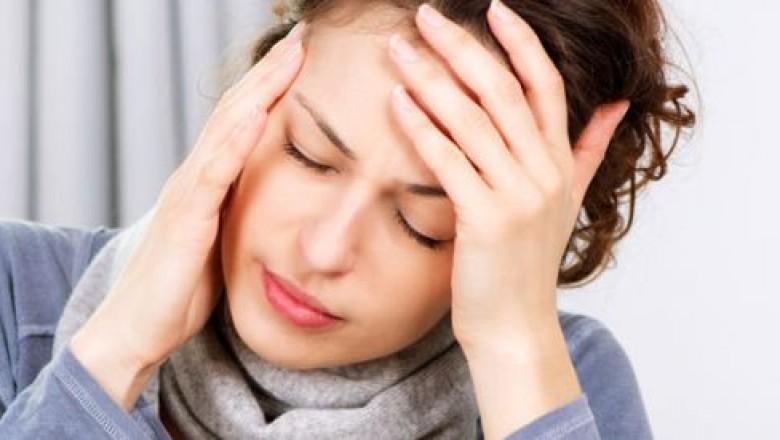 Bên cạnh các dấu hiệu nghẹt mũi, đau nhức, người bị viêm xoang có thể sốt nhẹ
