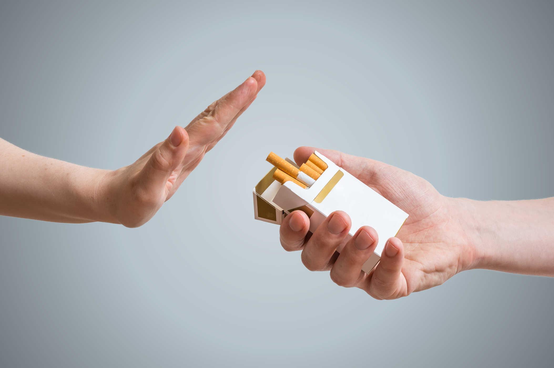 Bệnh nhân viêm xoang cần tránh xa khói thuốc lá