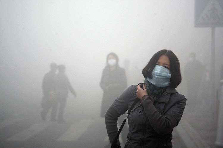 Viêm mũi dị ứng có thể xuất hiện do ô nhiễm không khí