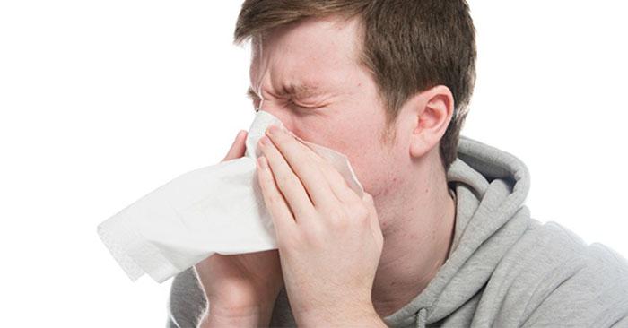 Người bị viêm mũi dị ứng thường có dấu hiệu hắt hơi