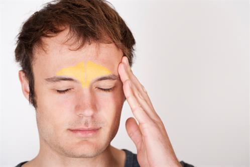 Viêm xoang trán thường gây đau nhức vùng mặt, đặc biệt là đau nhức tại hai bên trán ngang lông mày