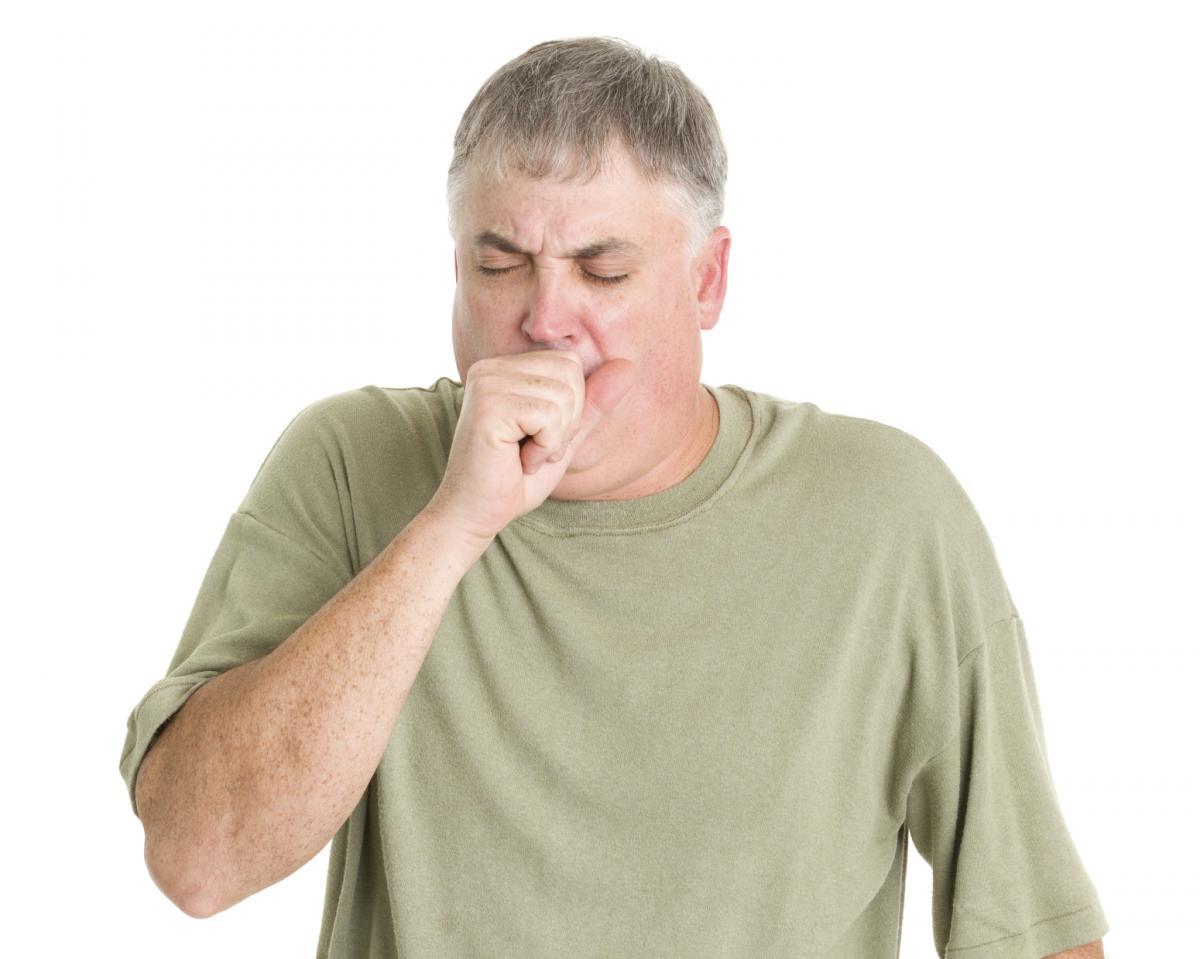 Người bị viêm xoang thường ho kéo dài do cổ họng có đờm
