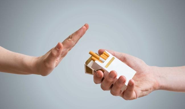 Tránh các chất kích thích như rượu bia, thuốc lá khi bị viêm xoang
