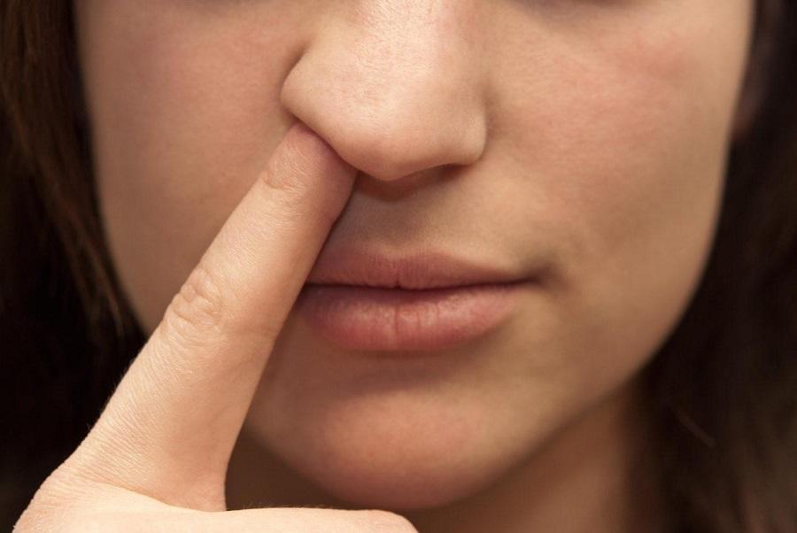 Bỏ ngay thói quen ngoái mũi