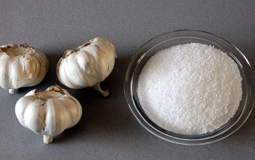 muối và tỏi chữa viêm xoang - Cách trị viêm mũi xoang bằng nước muối và tỏi