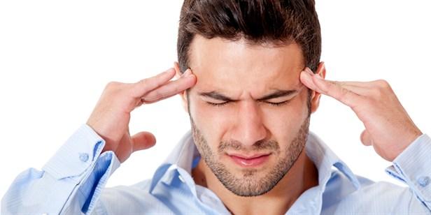 Bệnh có thể gây đau đầu âm ỉ, khó chịu