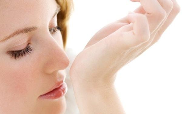 Giảm khứu giác, điếc mũi ở bệnh nhân viêm xoang do tắc nghẹt mũi thường xuyên, ứ đọng mủ và dịch tiết