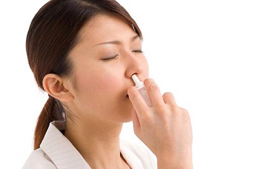 Bệnh nhân viêm xoang có thể được chỉ định một số thuốc xịt, thuốc uống