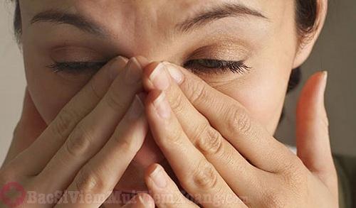 viêm xoang bướm gây nhức đầu, khó chịu