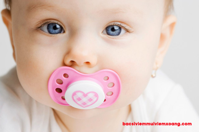 Trẻ sơ sinh hay bị nấc cụt nhiều thì phải làm sao? trẻ sơ sinh nấc nên làm gì