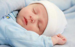 trẻ sơ sinh bị ho sổ mũi có nên tắm không