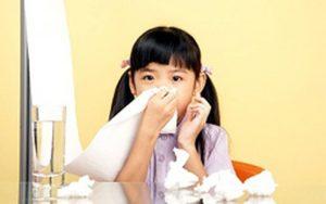 Trẻ bị viêm mũi mủ ba mẹ nên làm gì? -1