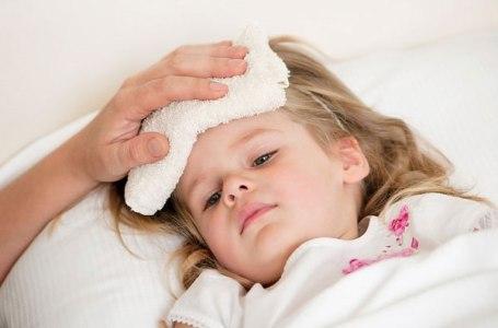 trẻ bị viêm tai mũi họng