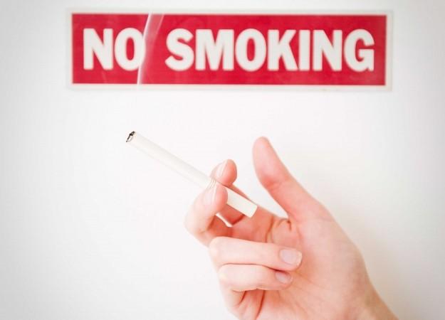 Khói thuốc lá là yếu tố nguy cơ hàng đầu gây ra các bệnh hô hấp, viêm xoang, ung thư,...