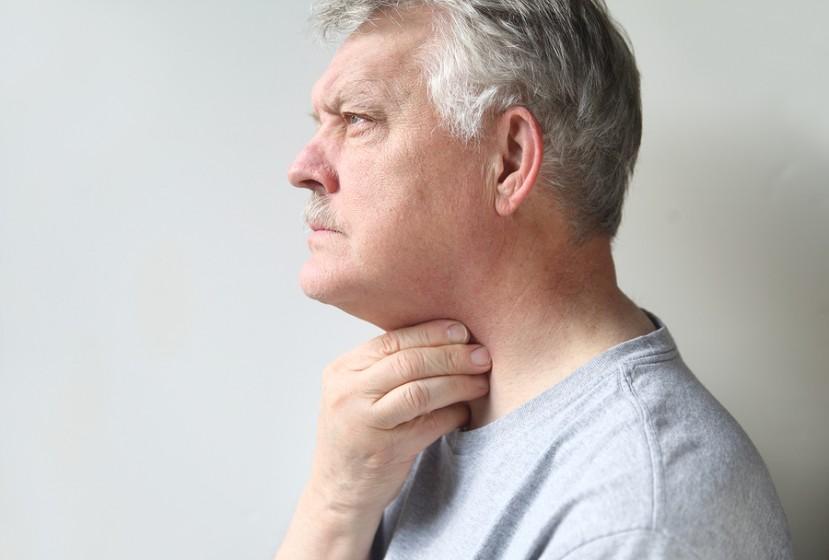 Viêm xoang cấp dẫn đến tình trạng viêm họng, hơi thở hôi