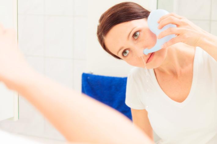 Súc rửa mũi giúp làm sạch xoang mũi, loại bỏ vi khuẩn và các dịch tiết