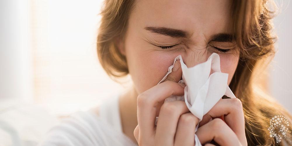 Chảy mũi là triệu chứng viêm xoang cấp điển hình. Chảy mũi kéo dài có thể làm tắc nghẹt mũi