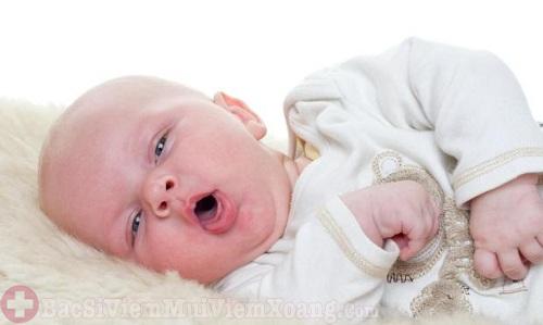 Có nên dùng thuốc xịt mũi cho trẻ sơ sinh