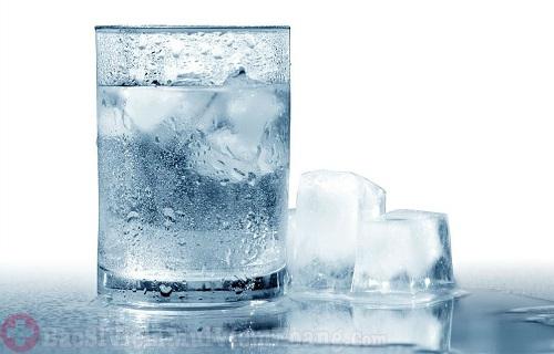 Vì sao người bị viêm xoang không nên uống nước lạnh?