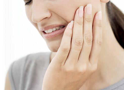 Đau nhức vùng mặt, vùng má do viêm xoang hàm