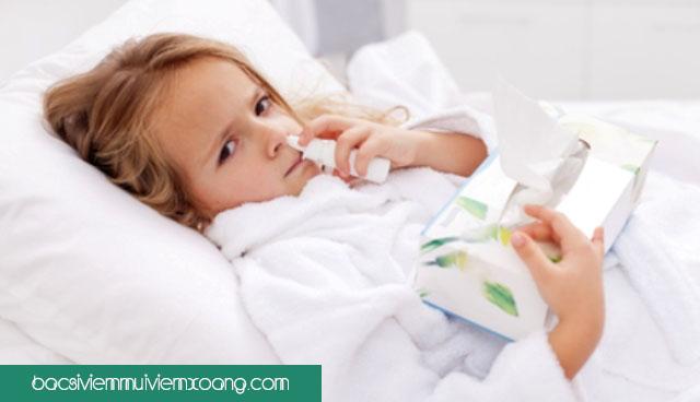 Bé bị viêm mũi họng uống thuốc gì? trẻ sơ sinh bị viêm mũi họng cấp