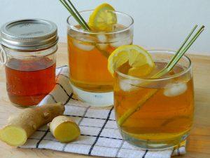 Trà gừng mật ong là một trong những thức uống nên sử dụng khi bị viêm họng