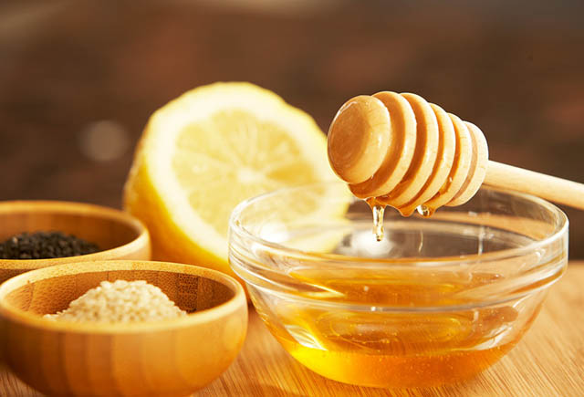 Điều trị viêm họng bằng mật ong chanh