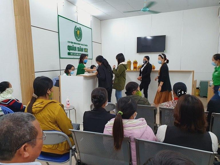 Phòng chờ tại Bệnh viện Tai Mũi Họng Quân Dân 102