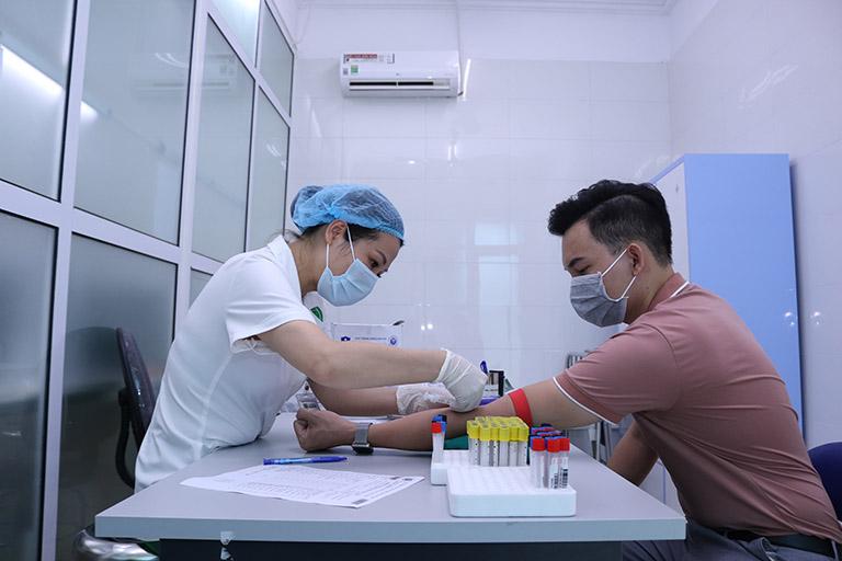 Người bệnh khám, chữa viêm xoang mãn tính tại Quân dân 102