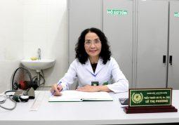 Bác sĩ Lê Phương có hơn 40 năm kinh nghiệm khám và điều trị bệnh bằng y học cổ truyền